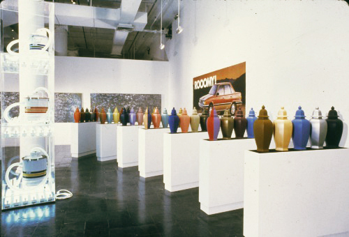 Jeff Koons. Damaged Goods, The New Museum of Contemporary Art, New York, 1986.